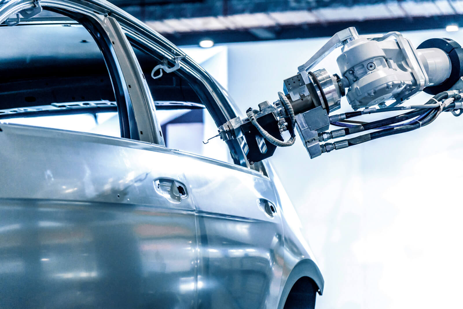 Business IoT platforms: robot manufactures car